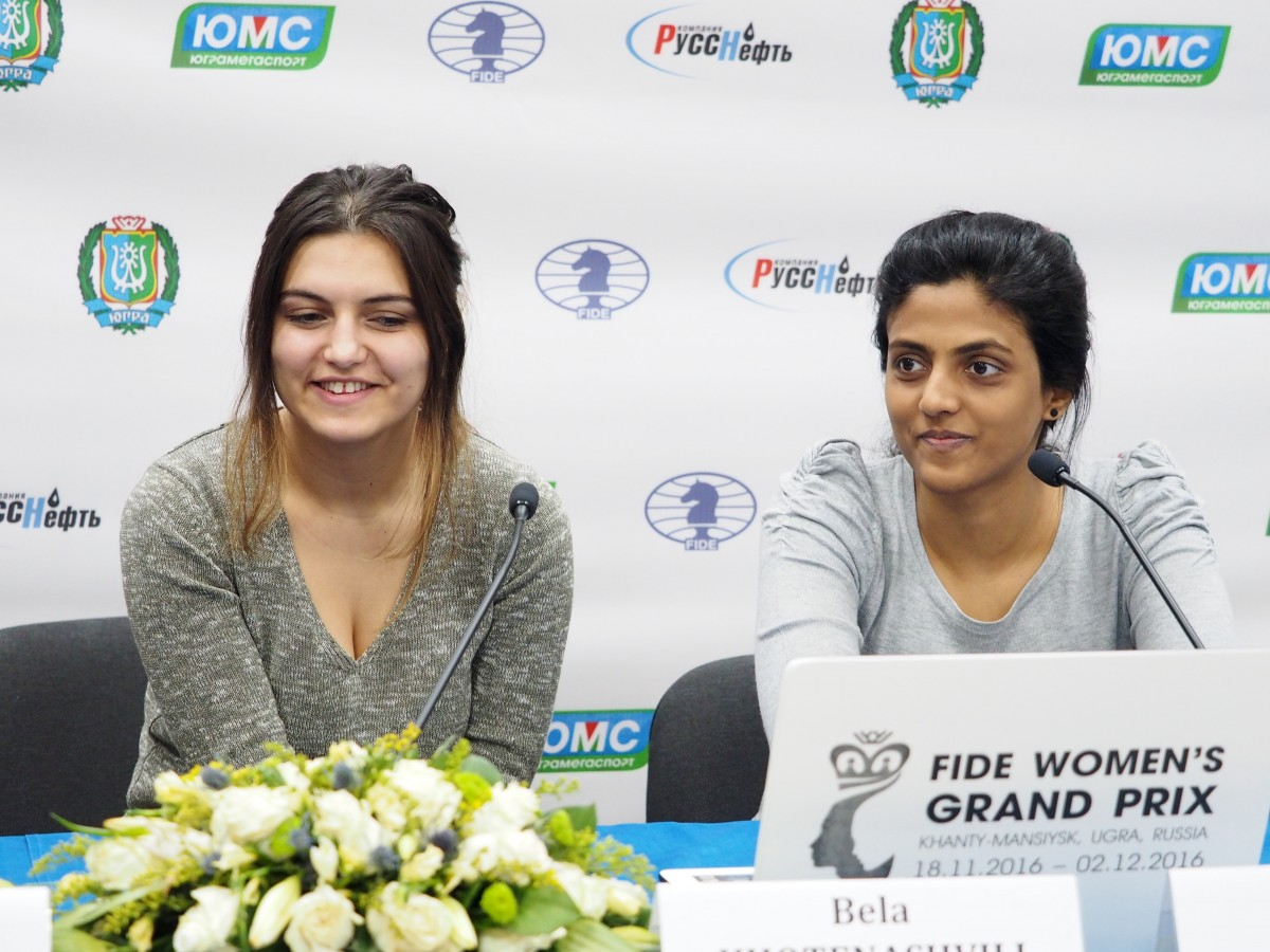 Bela Khotenashvili (GEO) and Dronavalli Harika (IND)