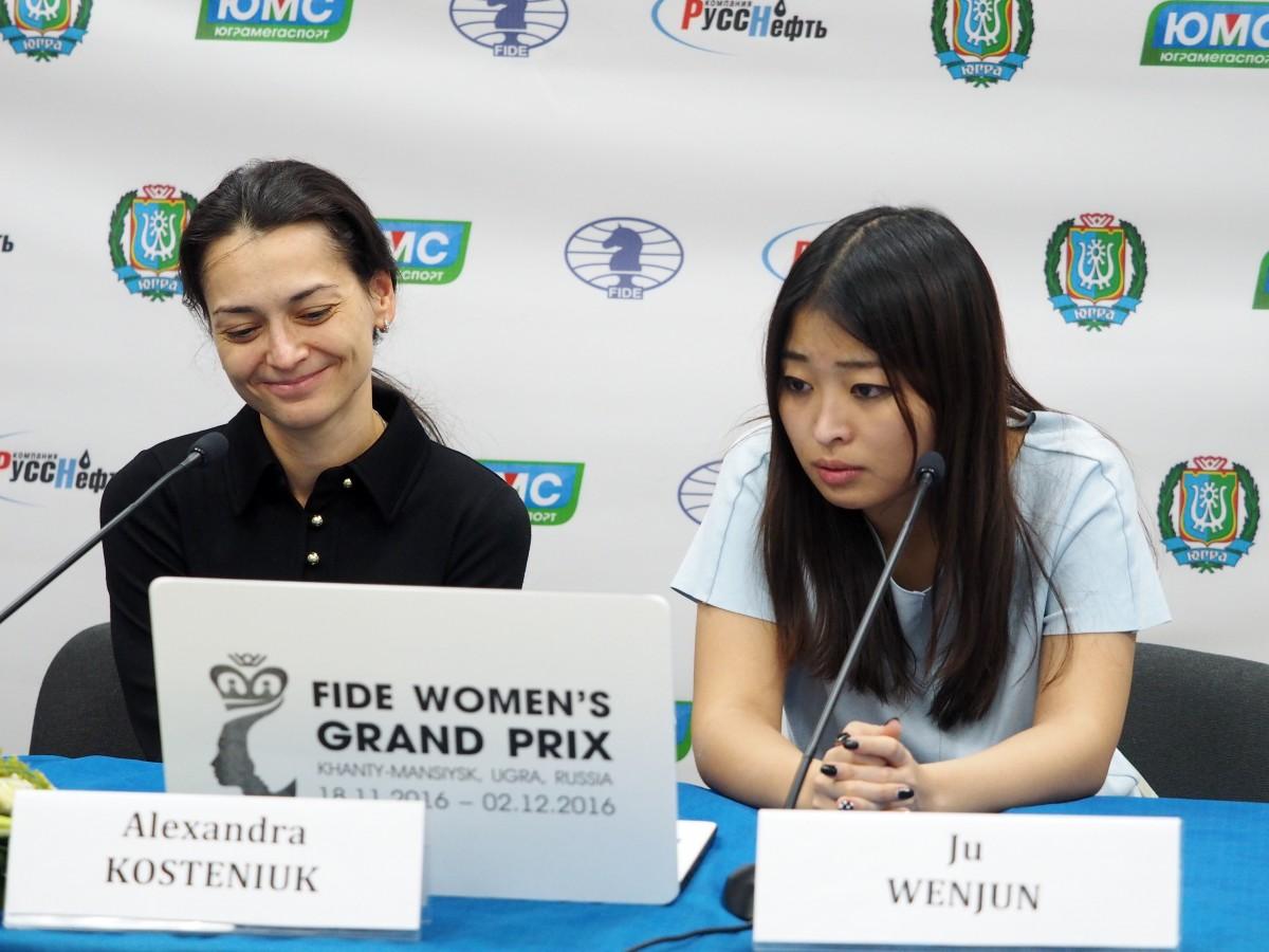 Alexandra Kosteniuk (RUS) and Ju Wenjun (CHN)