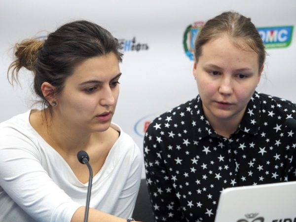 Bela Khotenashvili (GEO) and Valentina Gunina (RUS)